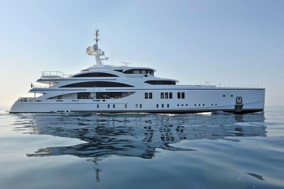 63m-BENETTI-mega-yacht-11-11-FB265.jpg