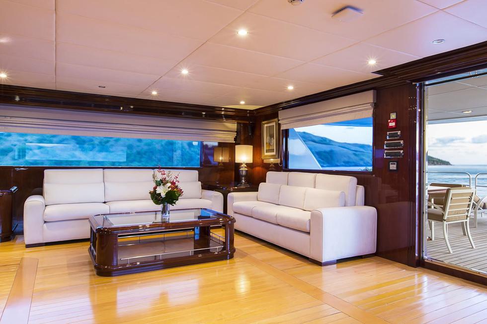 Yacht SILENT WORLD - Skylounge.jpg