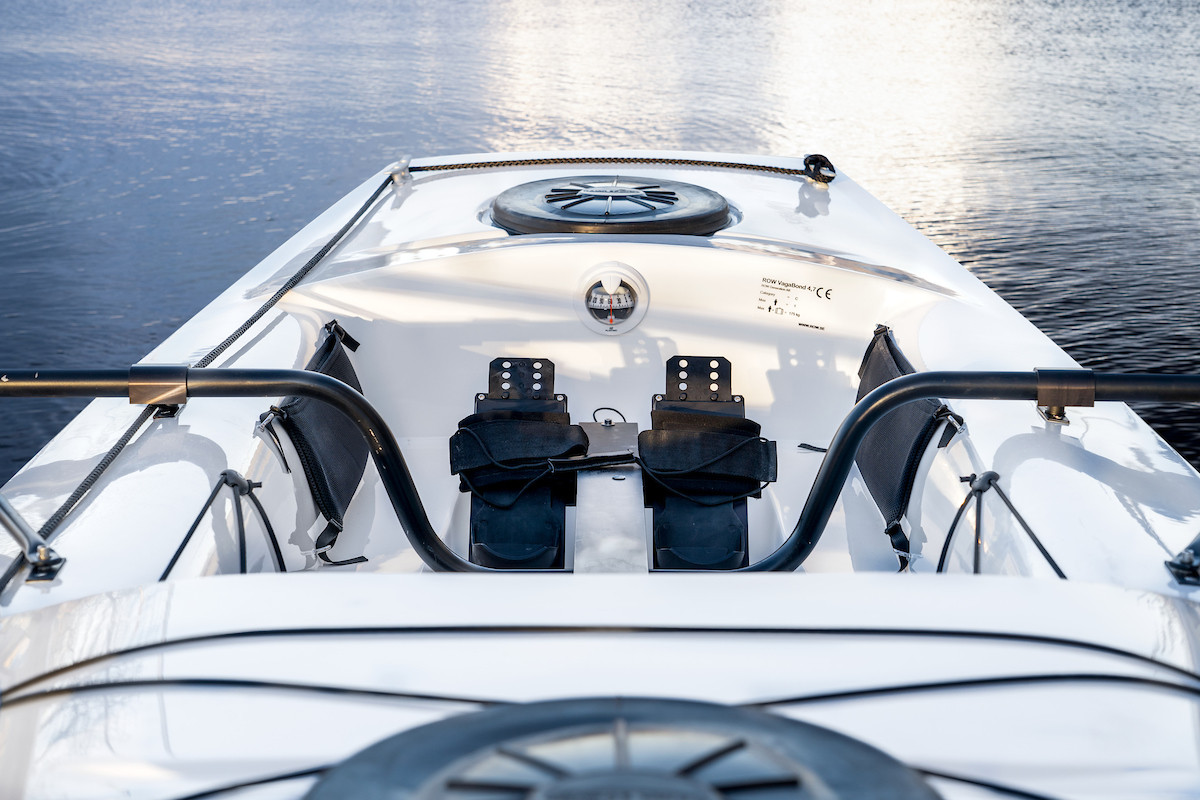 Rowing-Boat-Vagabond-Back-Closeup-Insitu