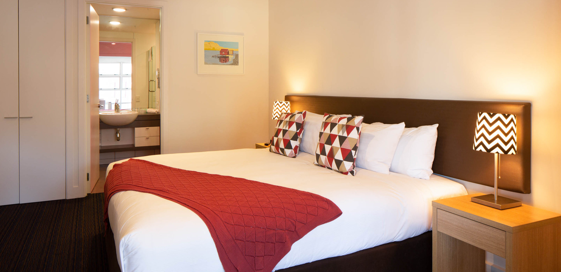 Marina: 2 Bedroom Lake View Apartment, Queenstown Stays