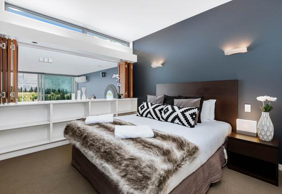 QS Jade 217 Master Bedroom, Queenstown Stays