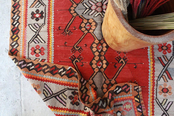 "Vintage Anatolian Kilim 9'3"" x 4'2"""