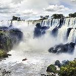 Cataratas-Iguazu-formadas-encontrandose-