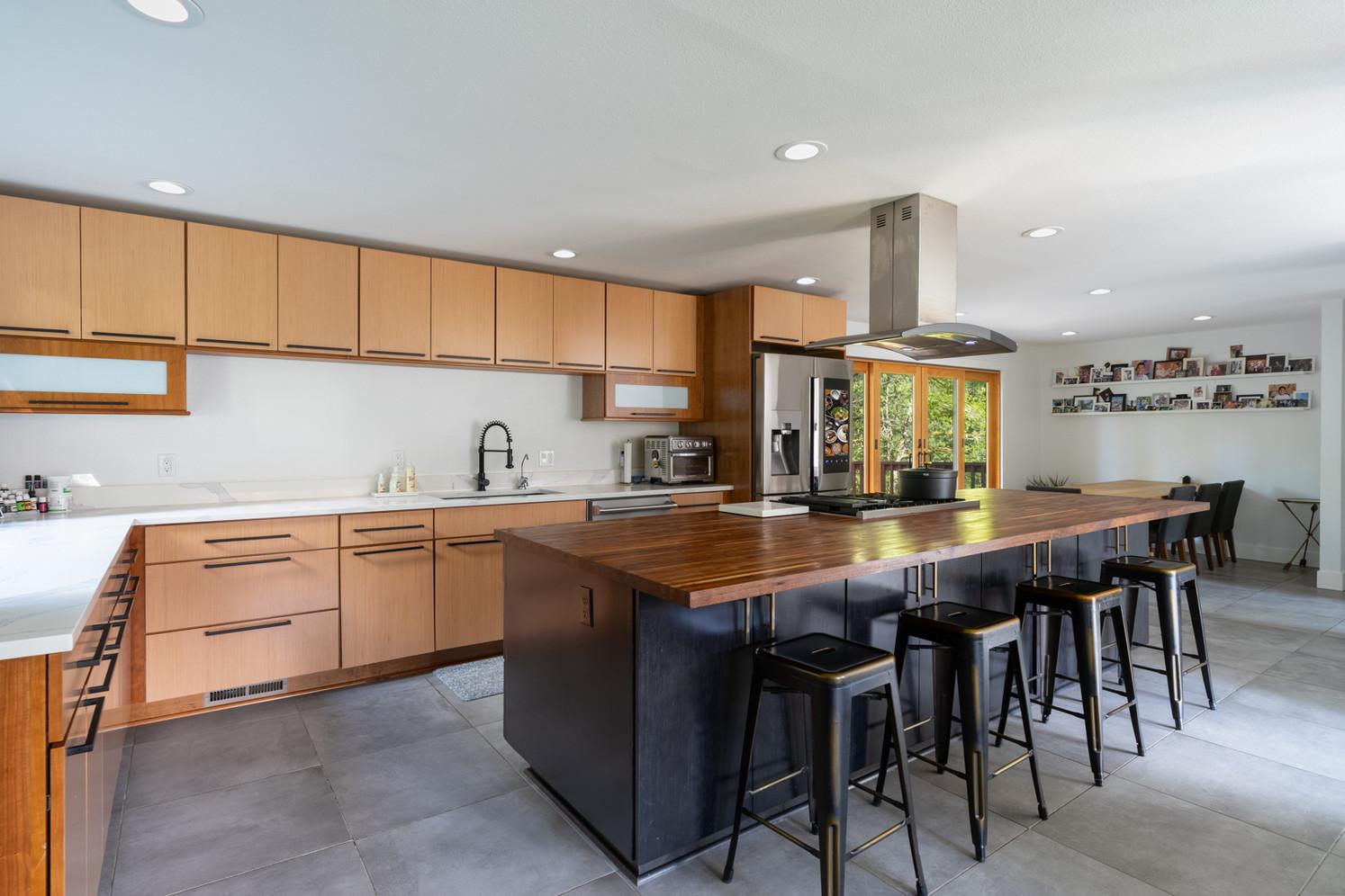 Modern kitchen in Redmond, Washington.