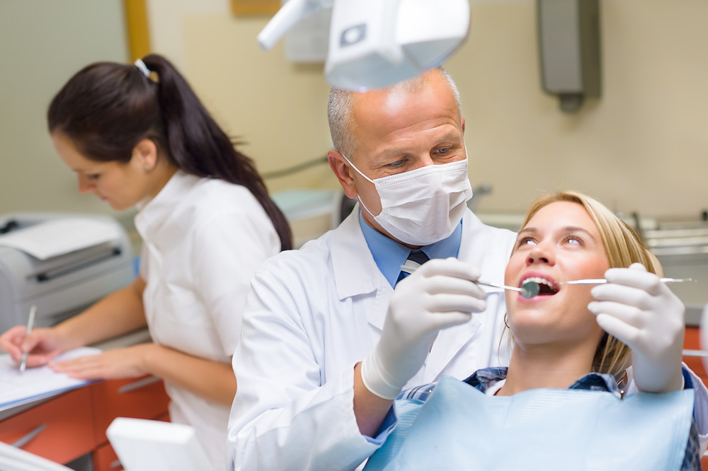 emergency dentist helping patient