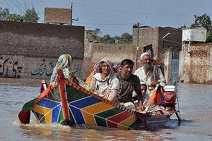 pakistan_flood_boat.jpg