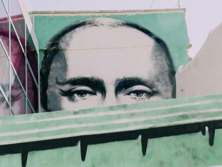 Los monjes negros de Putin detrás de las granjas de trolls
