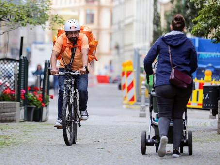 De ministro en Afganistán a 'rider' en Alemania: el cambio de vida de Sayed Sadaat