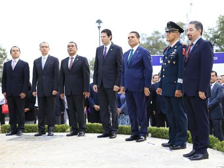 Preside Gobernador ceremonia de izamiento de Bandera Monumental