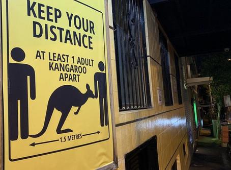 Carteles para promover el distanciamiento social: guarde al menos un canguro de distancia