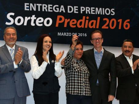 ENTREGA ALCALDE BANCK PREMIOS DEL SORTEO PREDIAL 2016