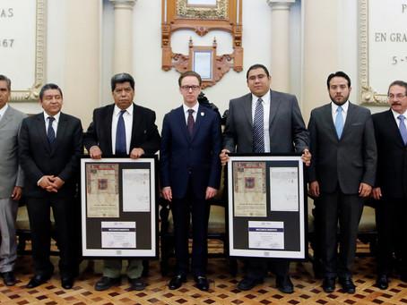 EN EL MARCO DEL 485, RECONOCE AYUNTAMIENTO A HISTORIADORES Y A EMPRENDEDORES