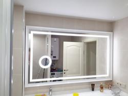 Зеркало с датчиком движения