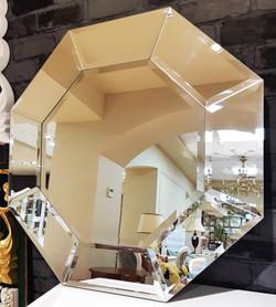 Восьмиугольное зеркало.