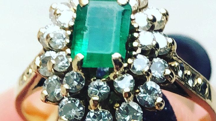 Emerald and Diamonds Ring 18K