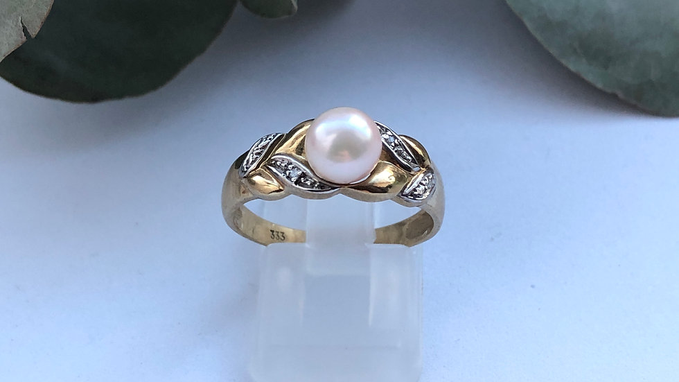 Pearl and Diamonds gold ring 9K