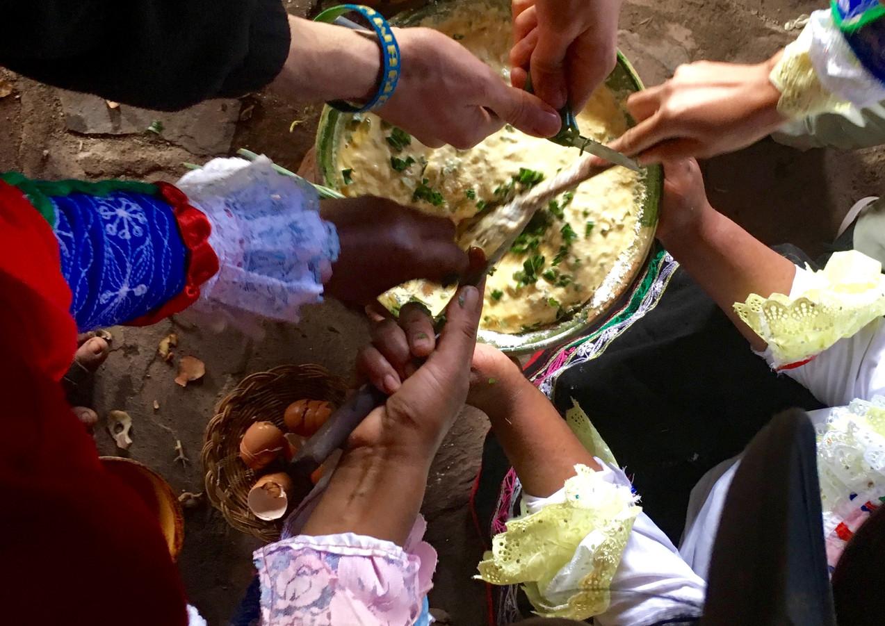 Cuisine du Toré avec des femmes Quechua du village de Matingua.
