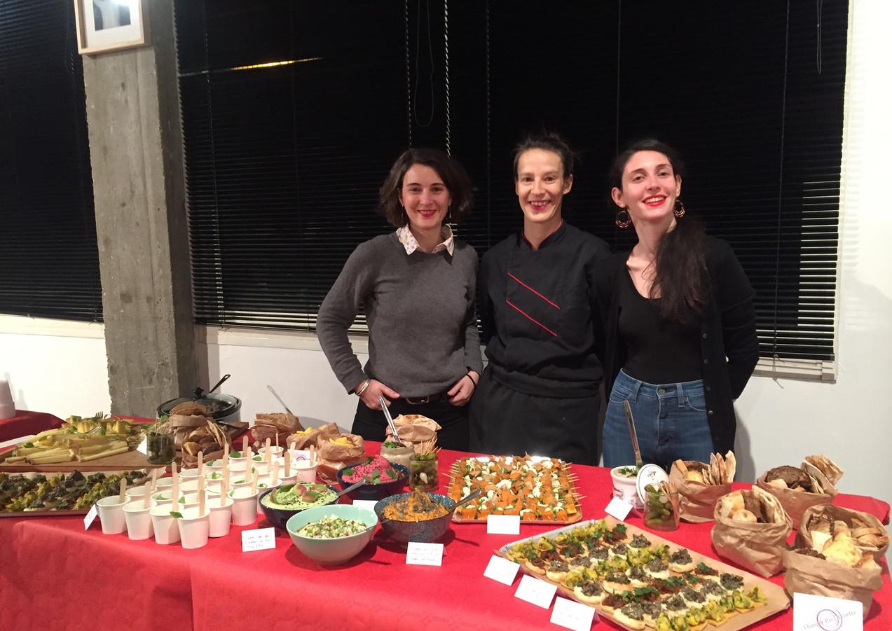 Préparation d'un buffet bio et de saison pour Ville et Habitat, avec la Cheffe Flore Granboulan. Paris, 2019.