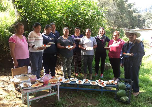 """Atelier Aide au développement économique à destination des femmes. """"Street Food, faire et vendre des crêpes"""", Mexico quartier informel El gavillero 2018-2019."""