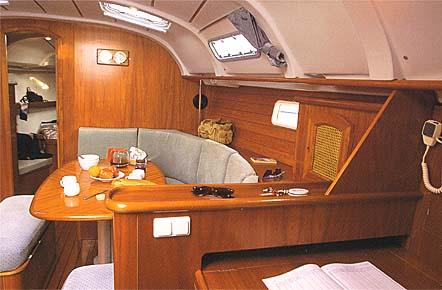 Oceanis_381_interior