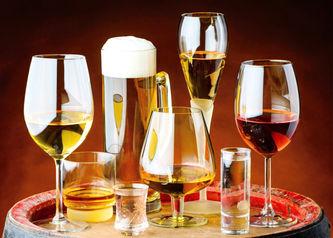 drinks-in-glasses-PPKAZP7_edited.jpg