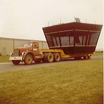 Spirit Airport tower cab being delivered