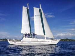 Moana_Sailing Fiji_Crew_Wave