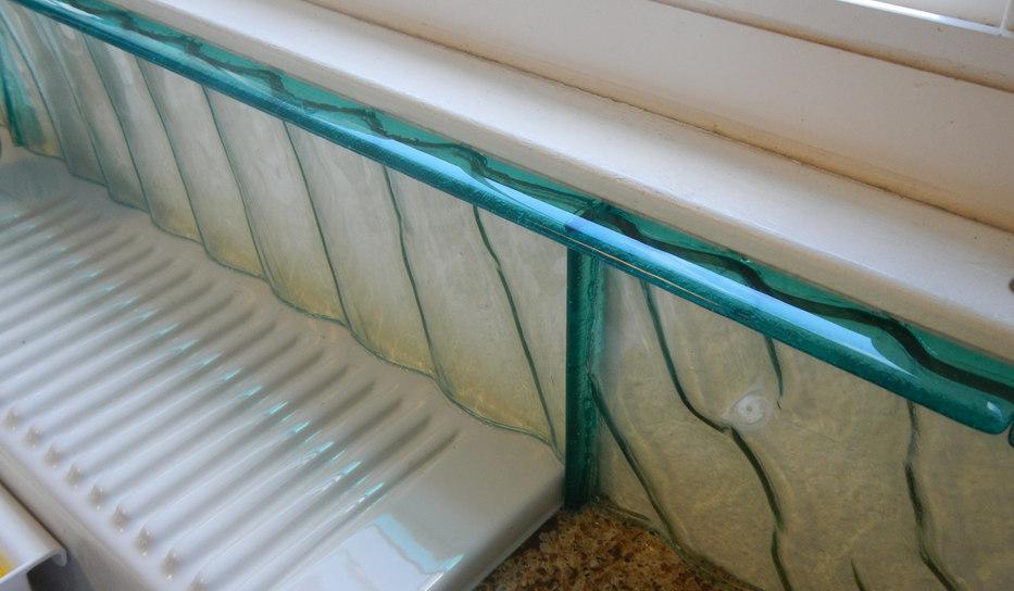 Transparent Glass Backsplash