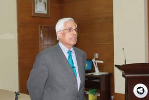 البروفيسور ماهيش شارما يحاضر في مركز تقويم  الطفل عن الدسكالكويا