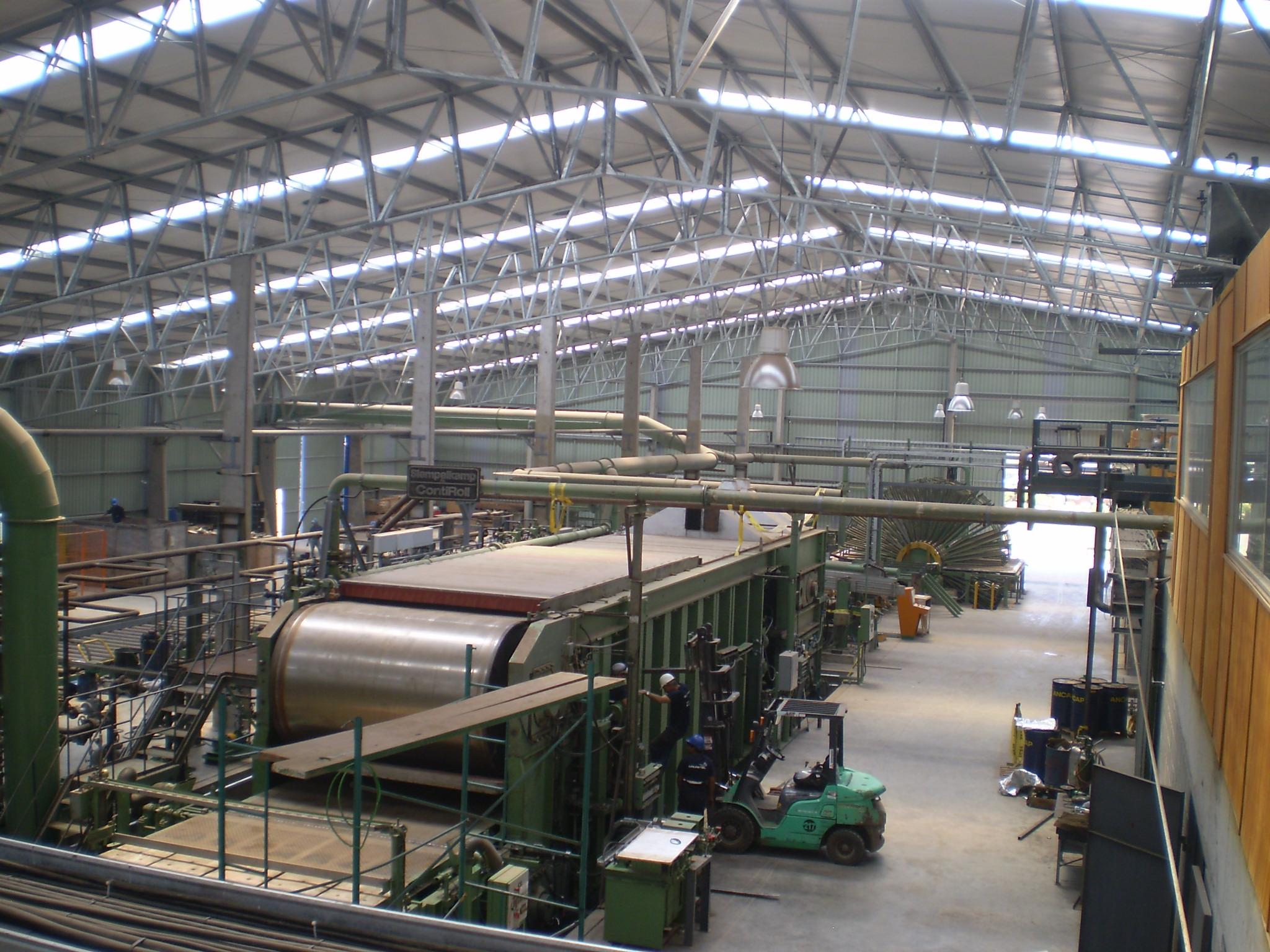 2009. Planta de MDF Urupanel  interior