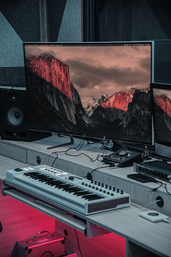 gray-flat-screen-tv-2049411_cristian_ben