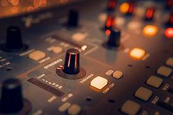 black-and-gray-audio-mixer-3784221_dmitr