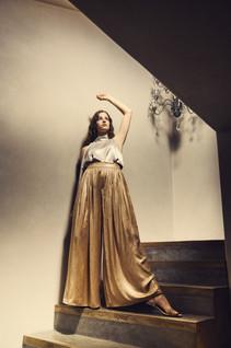 Fashion_MetallicGold_TreppeStehend.jpgstrange moments