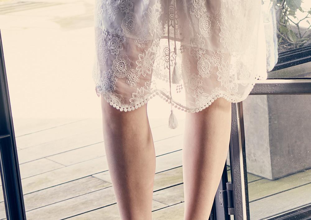 Fashion_SpitzenkleidNurBeine.jpg