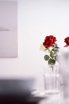 Interior_Table_Detail_Red_Roses_LeandraG