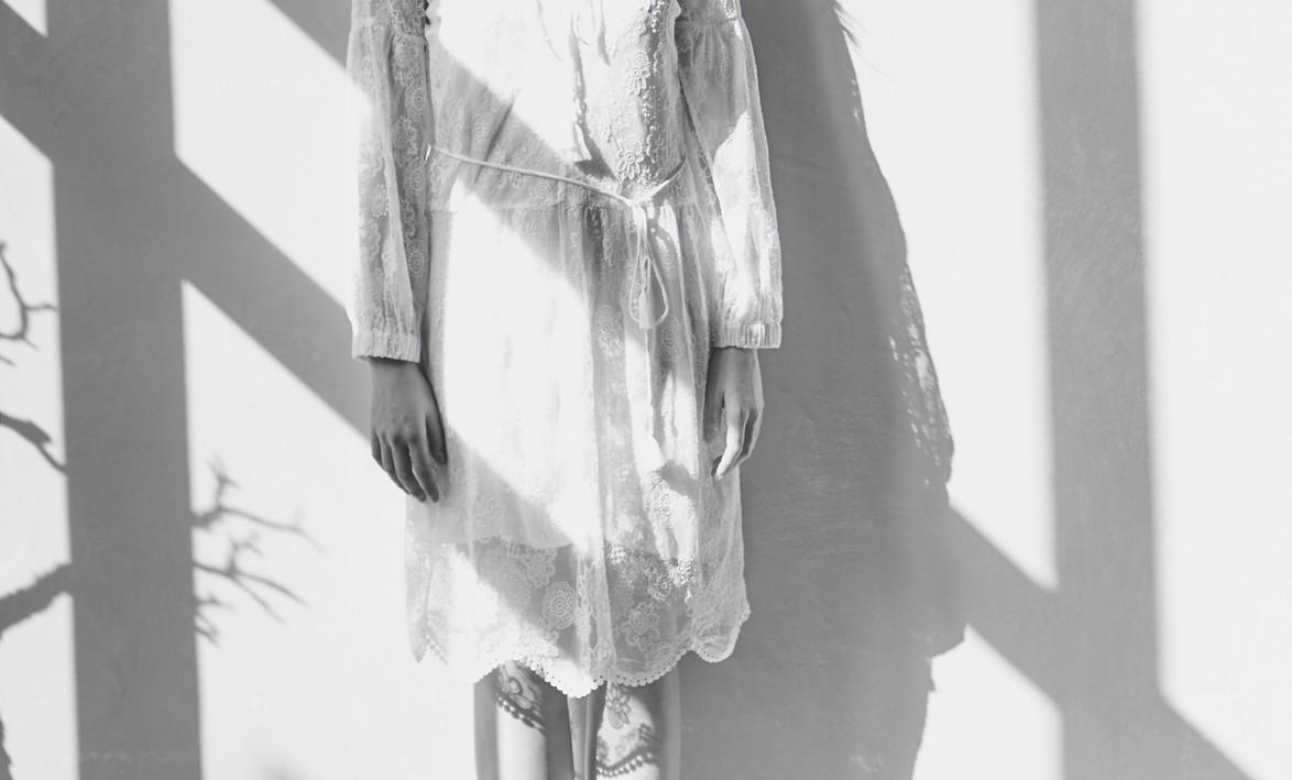 Fashion_Spitzenkleid_LightShadows_Aussch