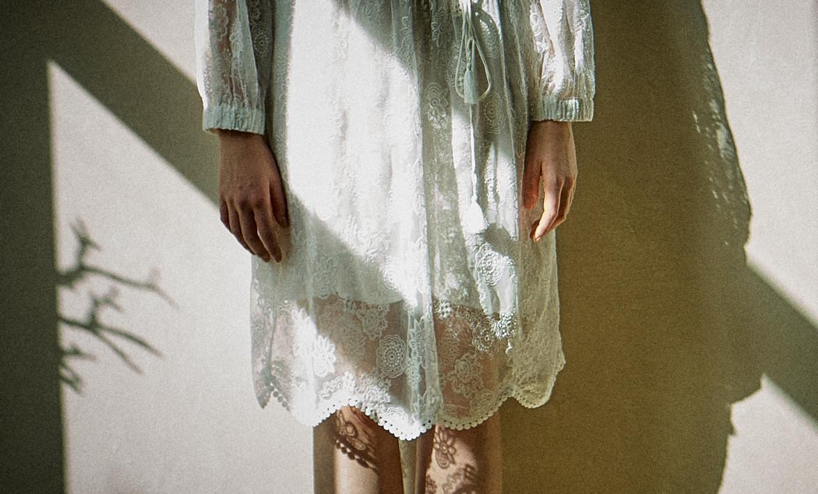 fashion_Spitzenkleid_LightShadow_Ausschn
