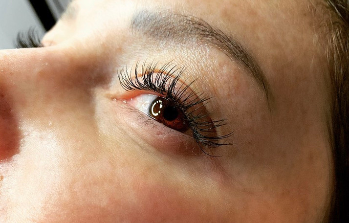 Classic Eyelash Extensions by Katie