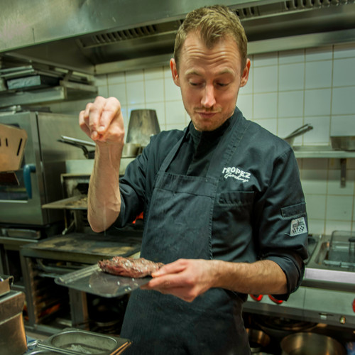 Sous chef Roland van St. Tropez in Deven