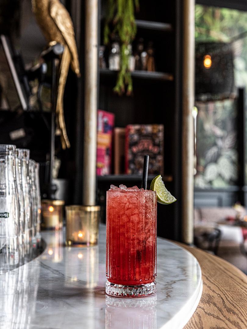 Cocktails drinken bij St. Maxime in Deve