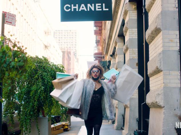 Joanne-Scammer-Netflix-promo-Gwenyth-Pal