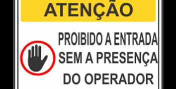 Placa de Atenção Proibida a Entrada sem o Operador