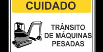 Placa de Cuidado Máquinas Operando na Pista