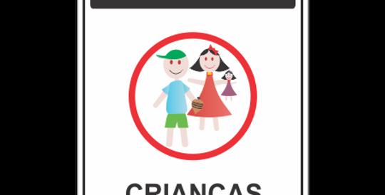 Placa Cuidado Crianças Brincando