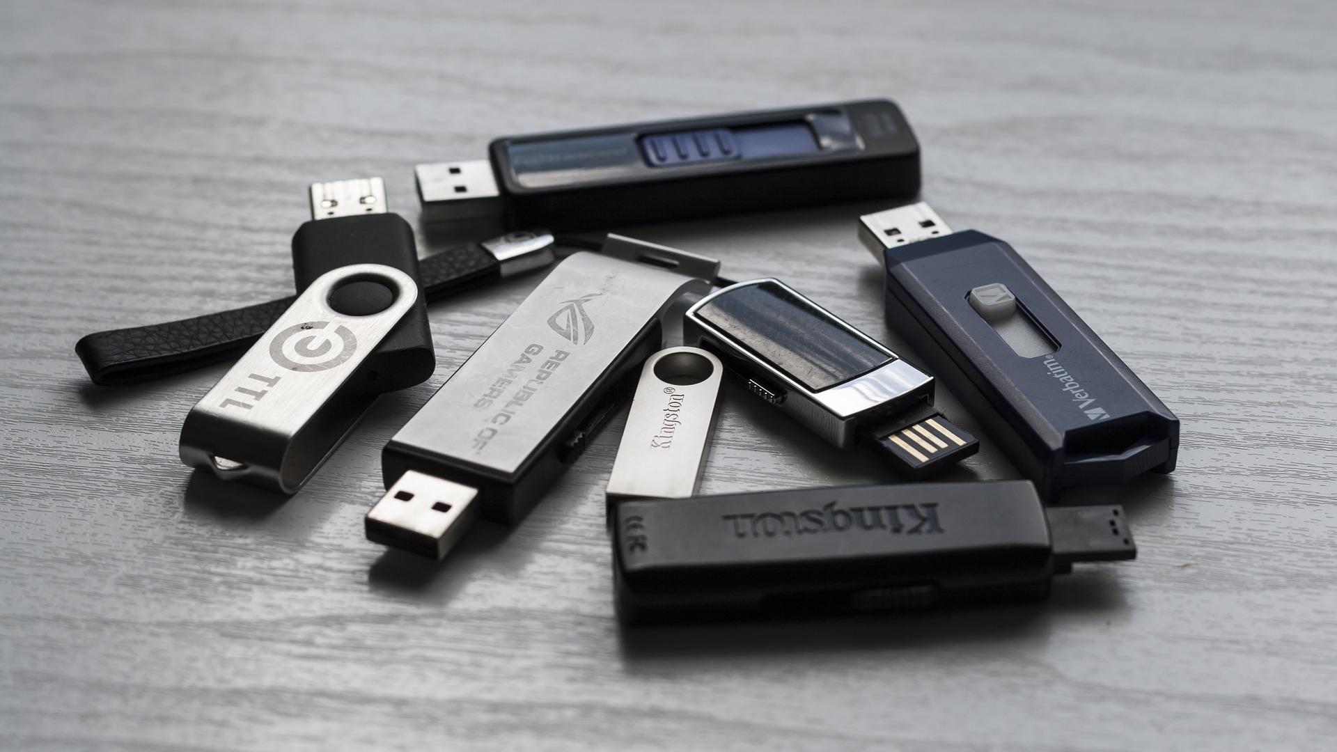 memory-stick-1267620_1920