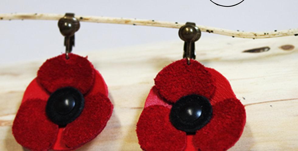 Boucles d'oreilles clip's coquelicot en cuir rouge recyclé fabriqué en bretagne par l'atelier des ombelles