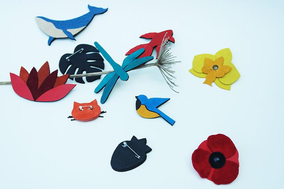 broche en cuir accessoire de mode bijoux en cuir animaux fleurs fabrication artisanale en bretagne oiseaux libellule coquelicot pin's