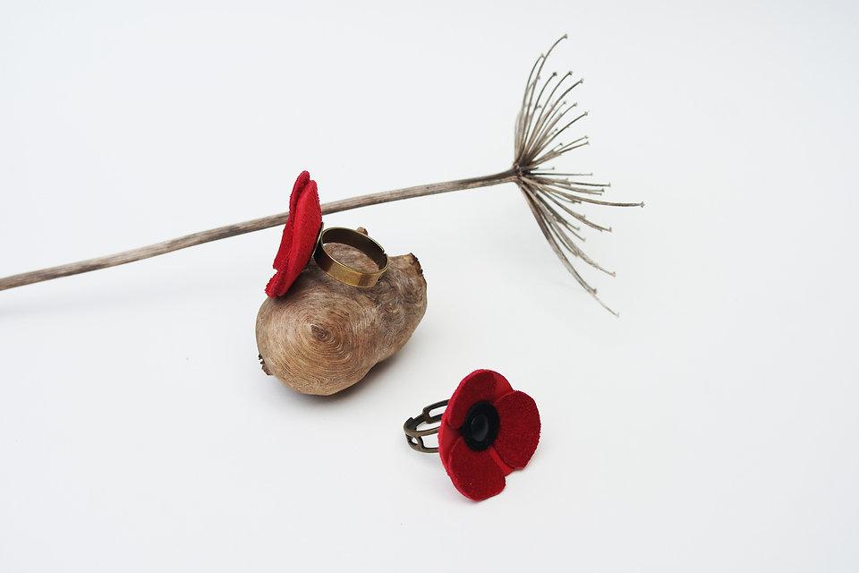 bague en cuir recyclé fabrication artisanale en bretagne bague fleur coquelicot poppy up-cycling bijoux accessoire atelier des ombelles