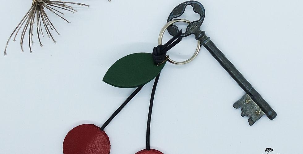 Porte-clés cerises en cuir recyclé. fabrication artisanale en bretagne