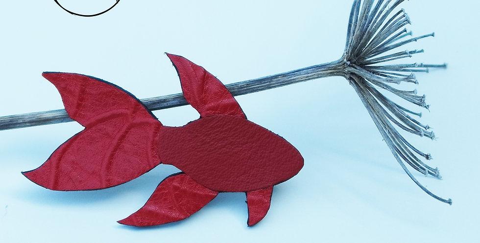 broche poisson rouge japonais en cuir recyclé